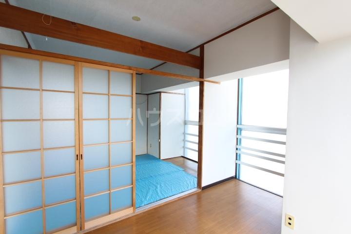 松井ビル 203号室のリビング