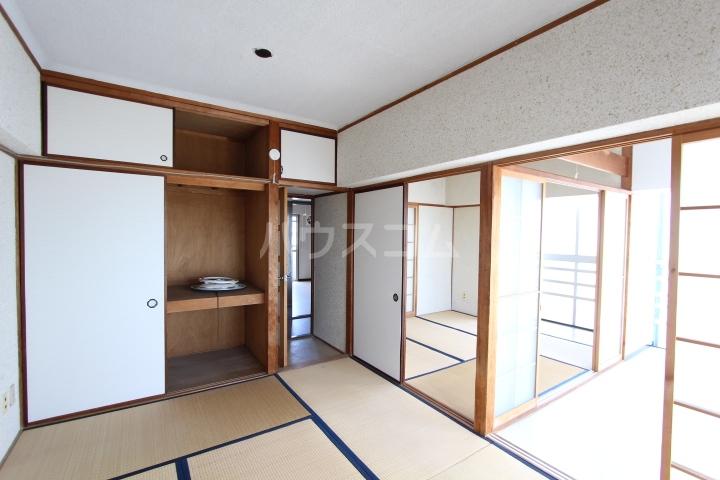 松井ビル 203号室の居室