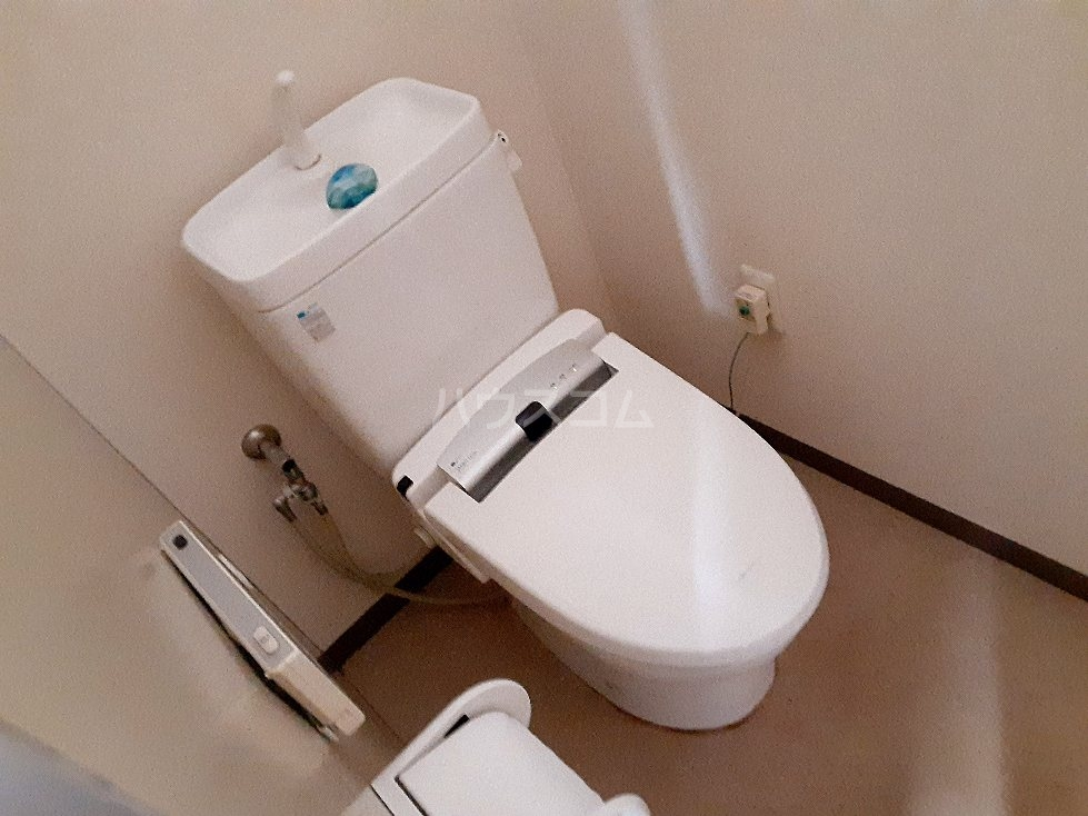 エンリービル 1A号室のトイレ