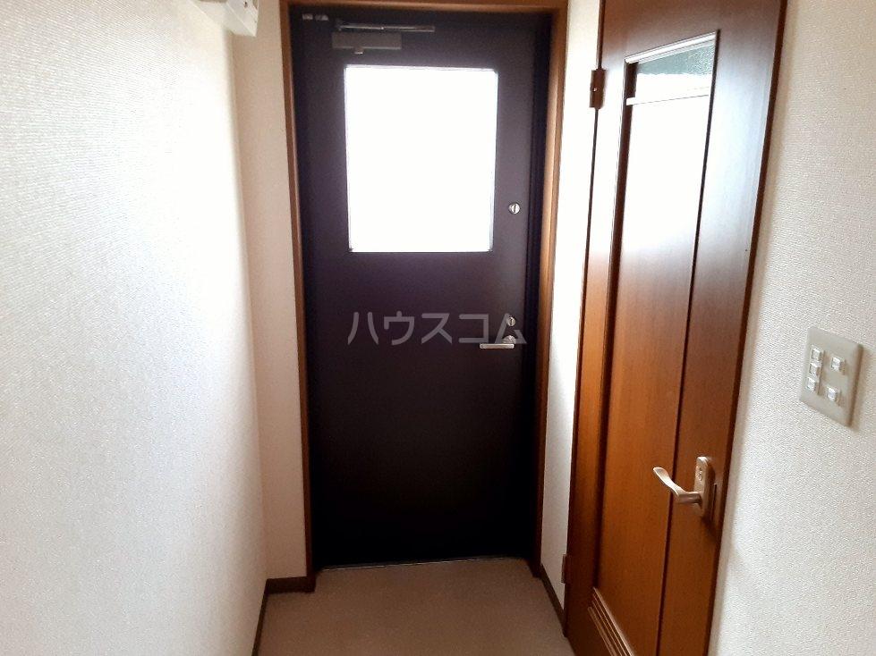 エンリービル 1A号室の玄関
