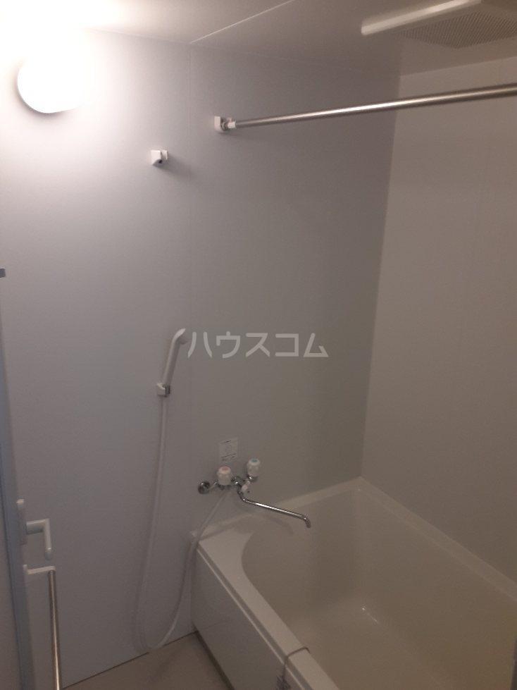 フリューゲル綾瀬 103号室の風呂