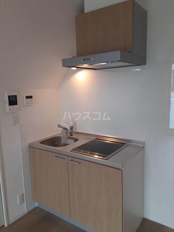 フリューゲル綾瀬 301号室のキッチン