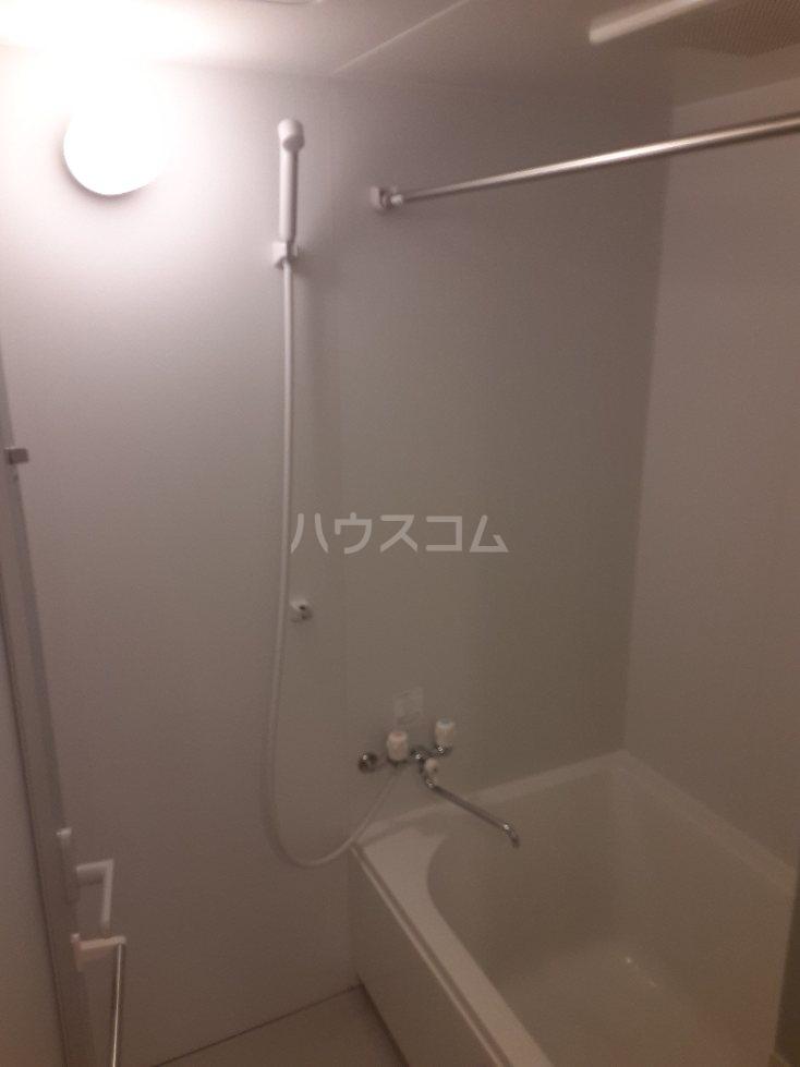 フリューゲル綾瀬 301号室の風呂