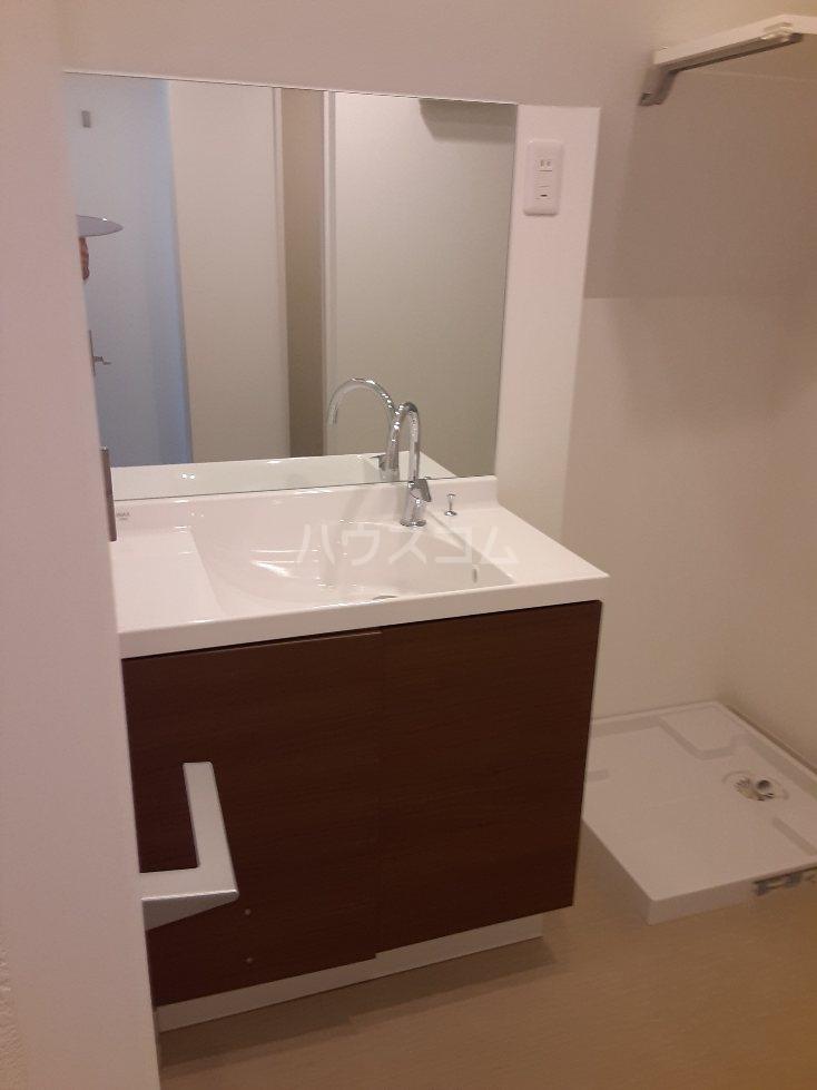 フリューゲル綾瀬 301号室の洗面所