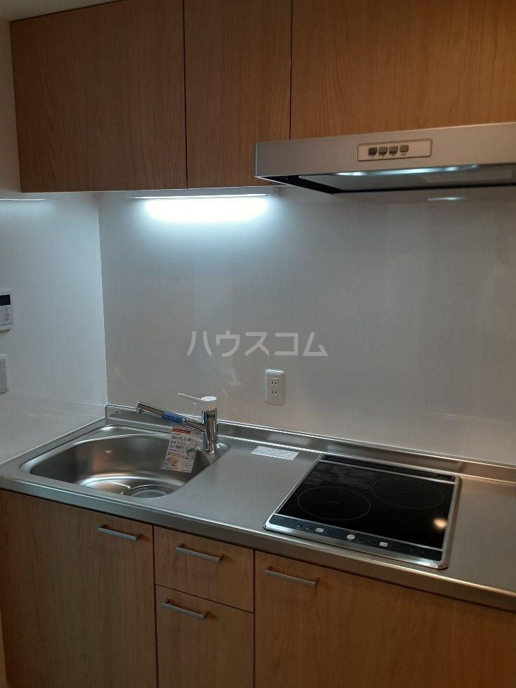 フリューゲル綾瀬 302号室のキッチン