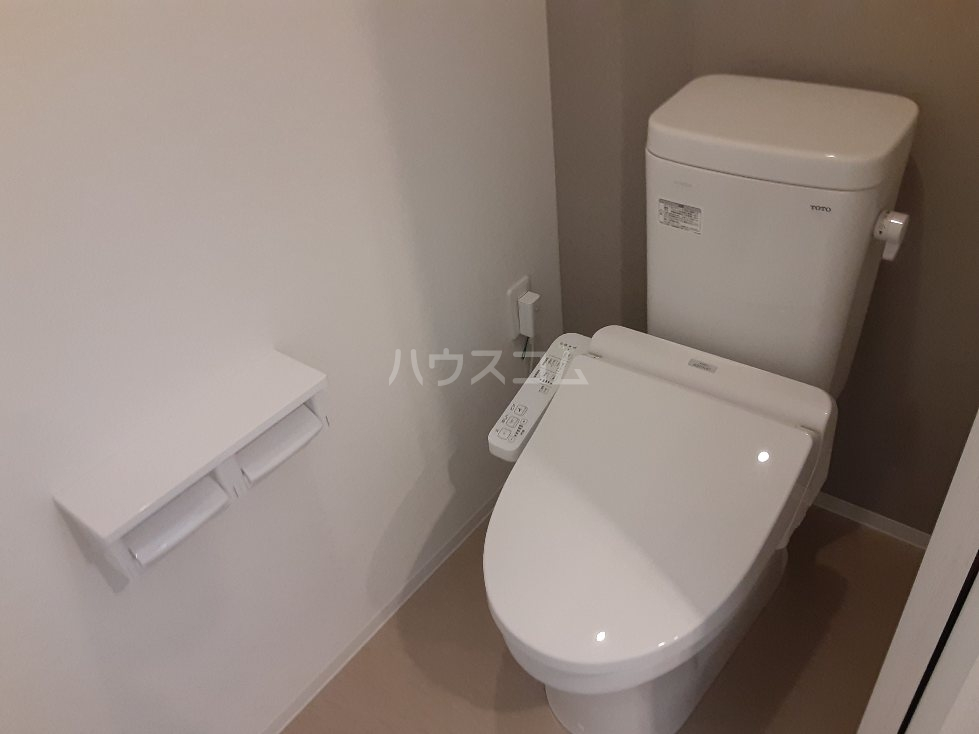 フリューゲル綾瀬 302号室のトイレ