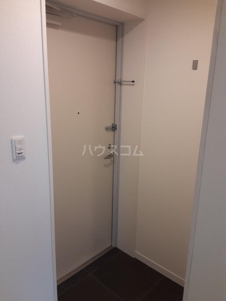 フリューゲル綾瀬 302号室の玄関