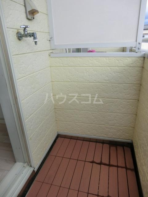 Kozy3番館 102号室のバルコニー