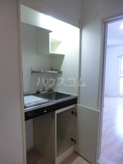 Kozy3番館 102号室のキッチン