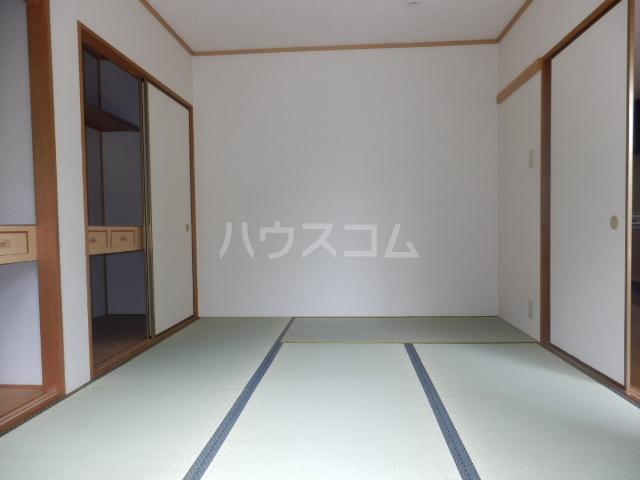 グランカーサ 105号室の居室