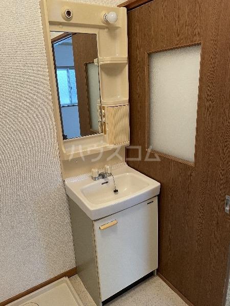 松田ハイツ 302号室の洗面所