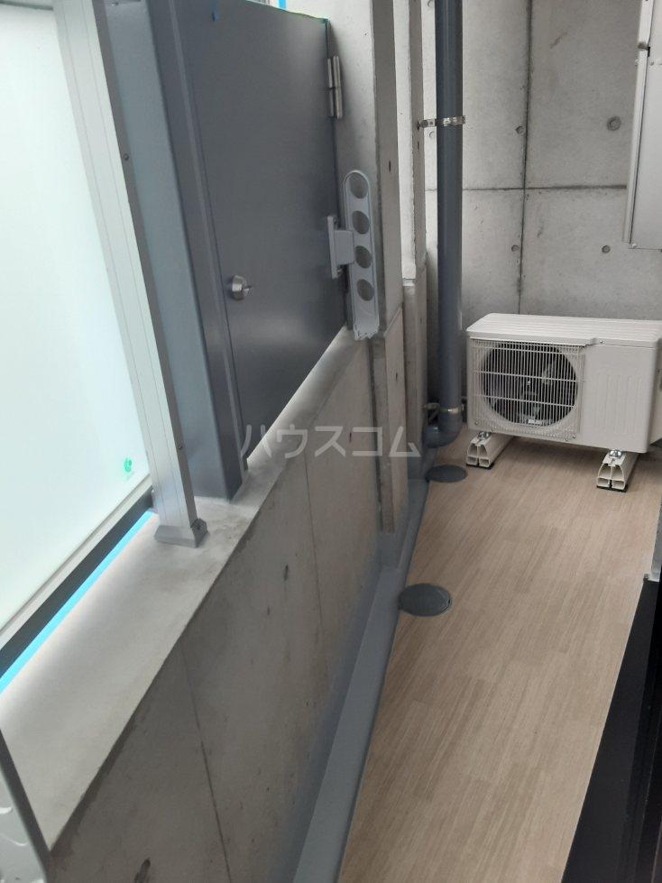 フリューゲル綾瀬 205号室のバルコニー