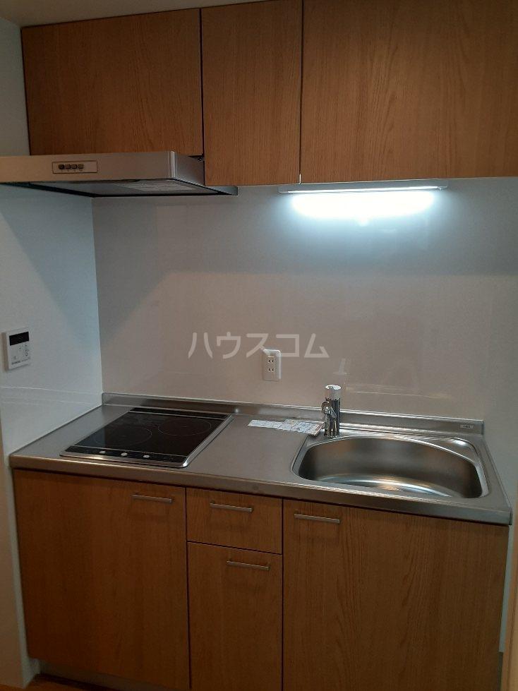 フリューゲル綾瀬 205号室のキッチン