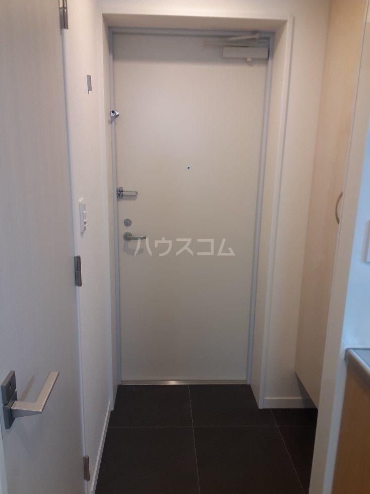 フリューゲル綾瀬 205号室の玄関
