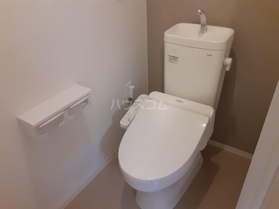フリューゲル綾瀬 305号室のトイレ