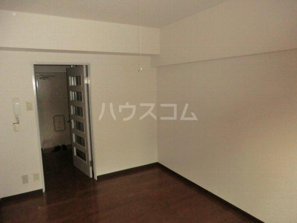 アップルコート春日井 107号室のリビング