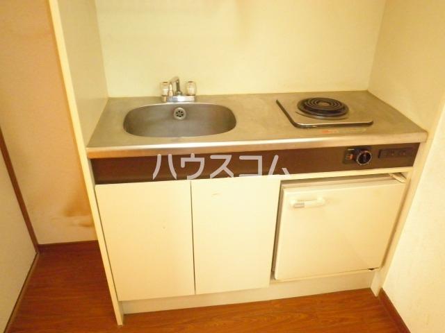 ラ・クール泉 301号室のキッチン