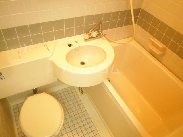 ラ・クール泉 408号室の洗面所