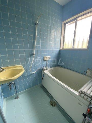 コートビレジA 3-B号室の風呂