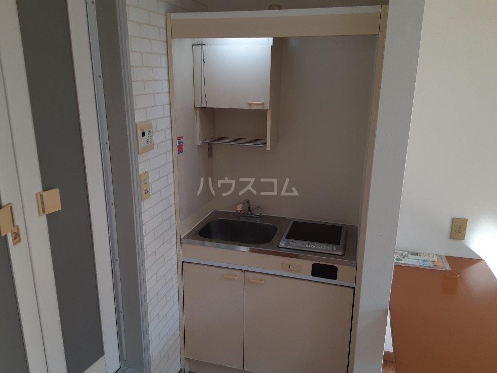 アクアマリン 1-B号室のキッチン