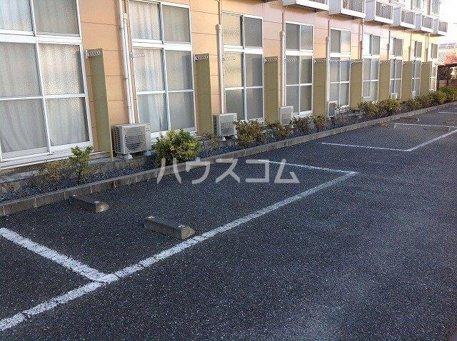 レオパレスポラリス 105号室の駐車場