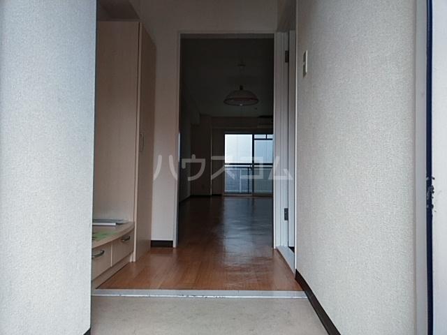 アルテミスm,s 101号室の玄関