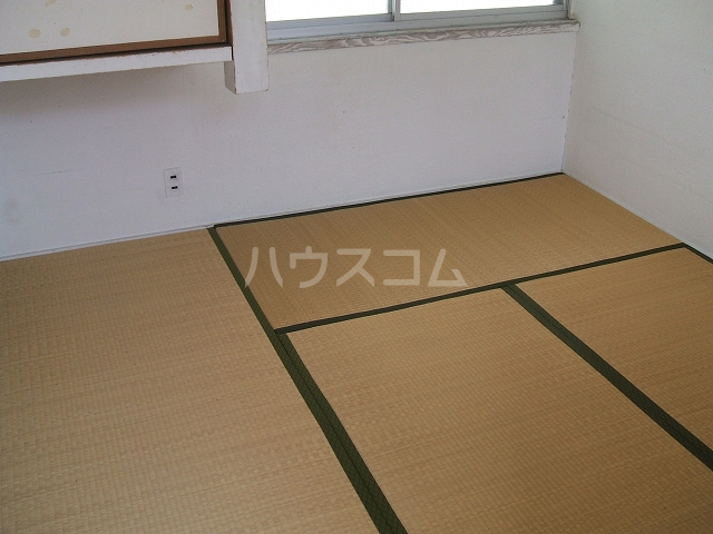 第二大八木荘 302号室の居室