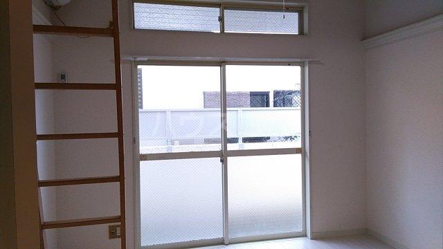 田村アパートメント 102号室のリビング