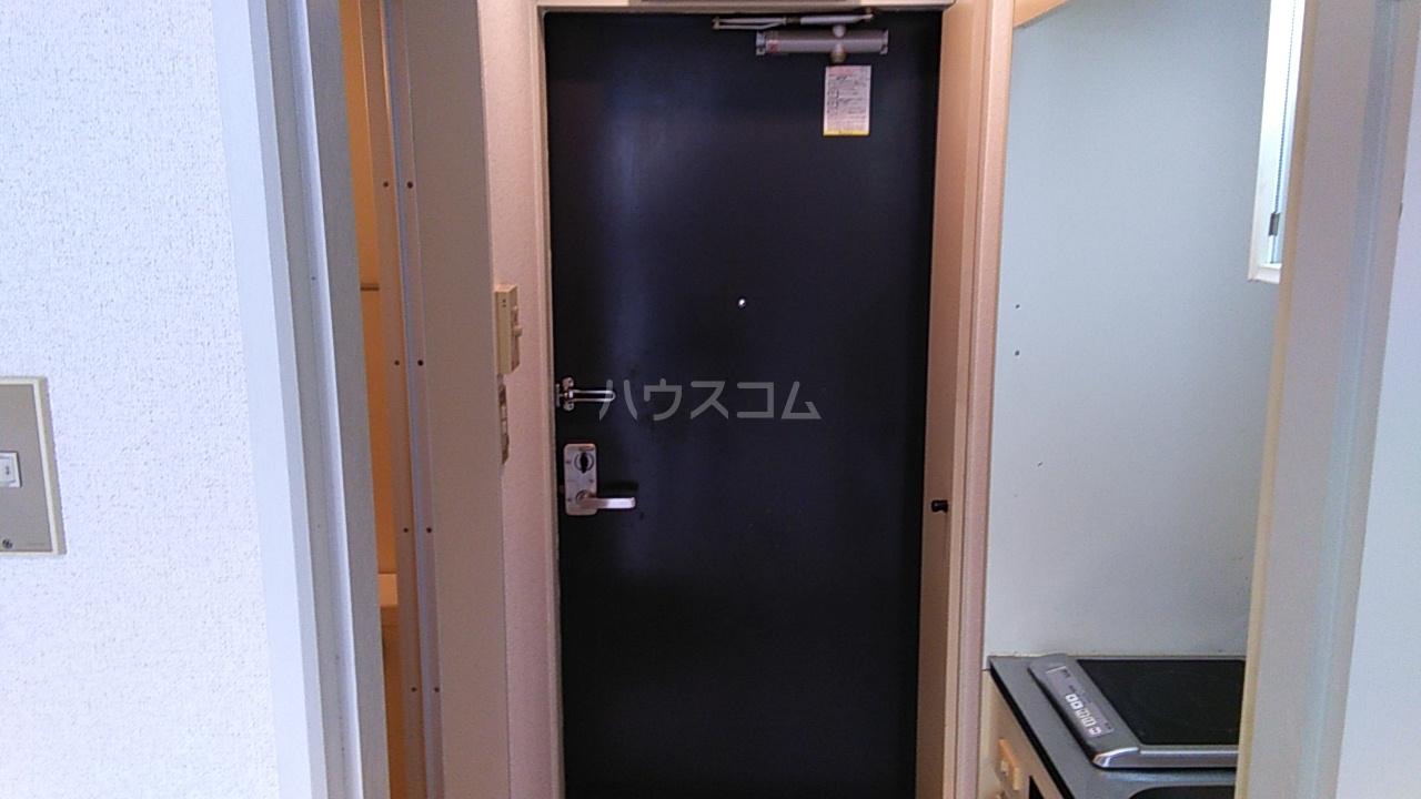 田村アパートメント 102号室の玄関