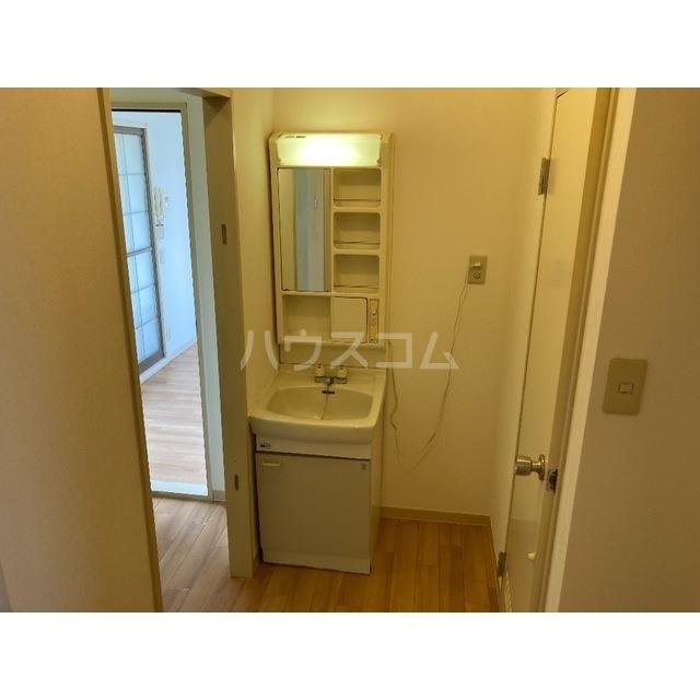 フレグランスワタヌキ2号館 202号室の洗面所