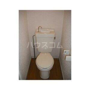 エステートピア吉川 205号室のトイレ