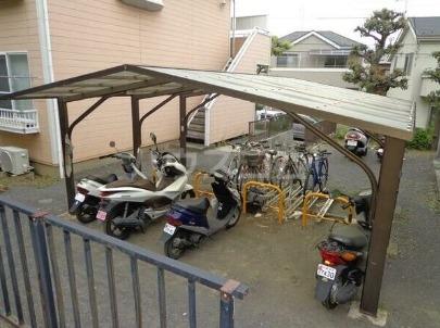 エステートピア吉川 205号室の駐車場
