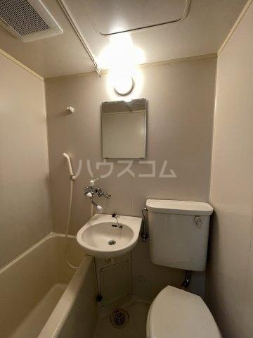 メゾンフジセ 105号室の洗面所