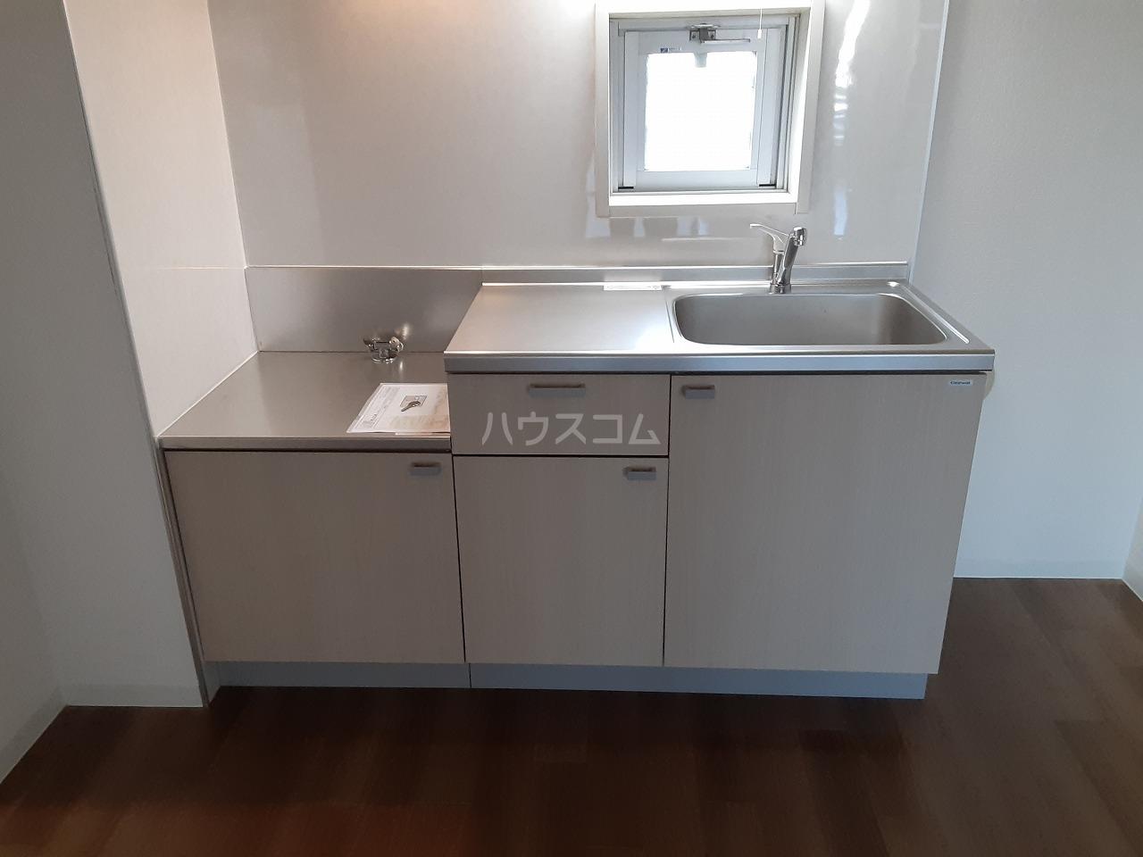 ロイヤルメゾン松ヶ丘 303号室のキッチン