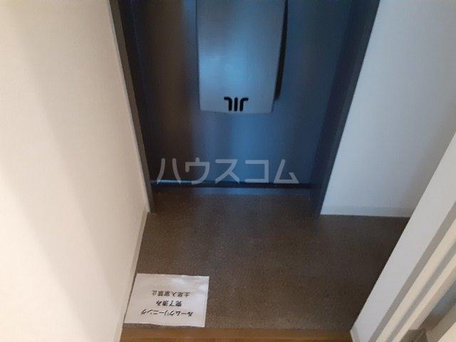 ロイヤルメゾン松ヶ丘 303号室の玄関