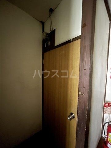 大和莊 本館 105号室の玄関