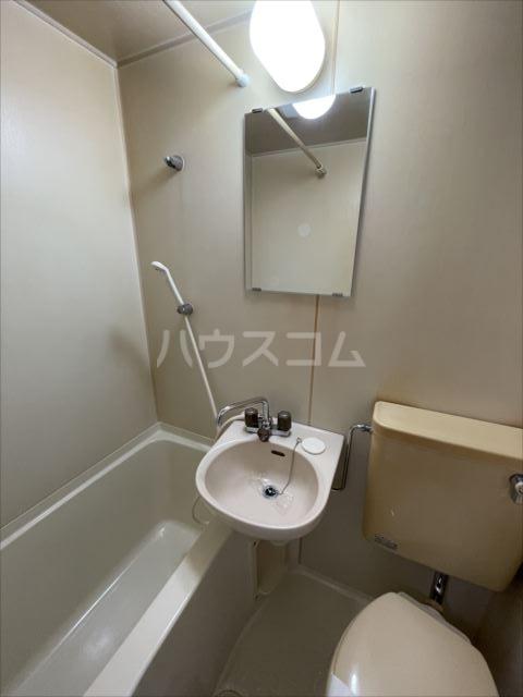 ランドマーク東浦和 101号室の洗面所