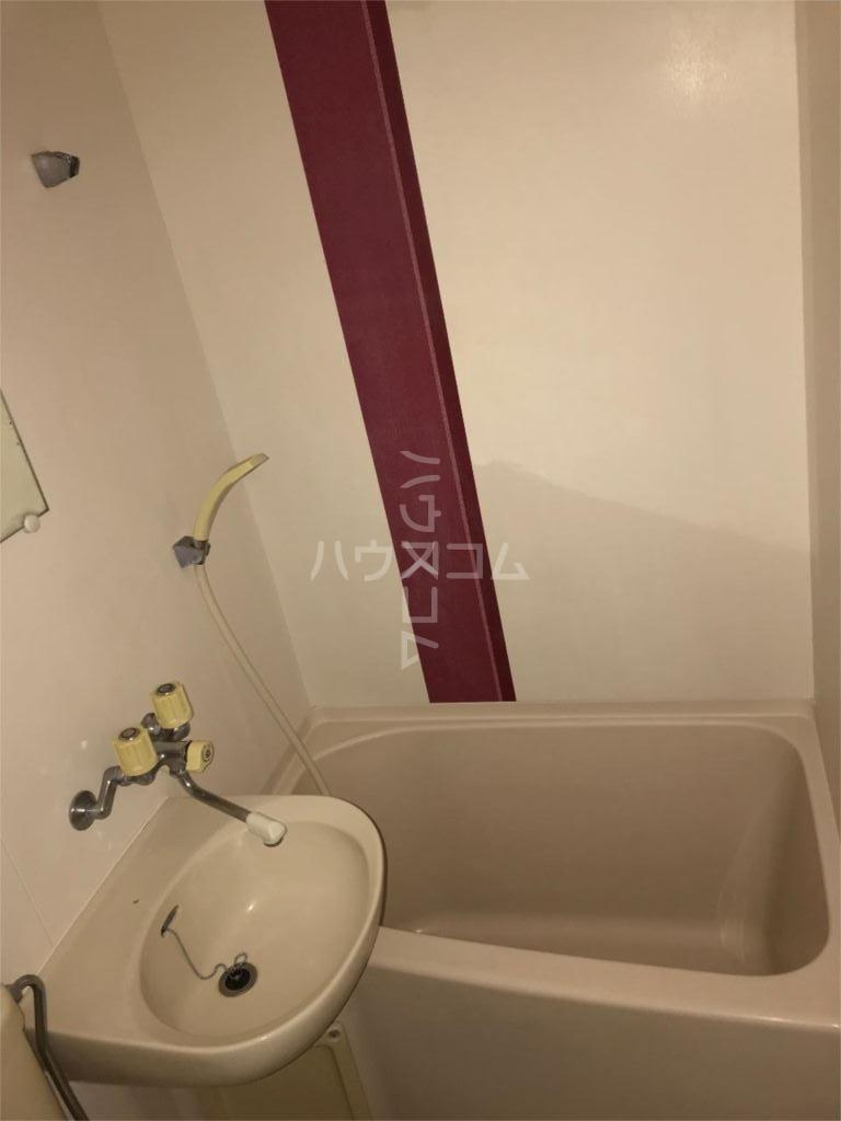 ベルピア京成大久保 106号室の風呂