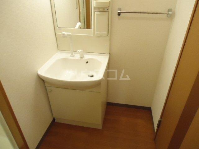 フローラーリア湘南 110号室の洗面所