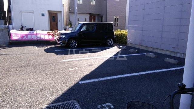 フローラーリア湘南 110号室の駐車場