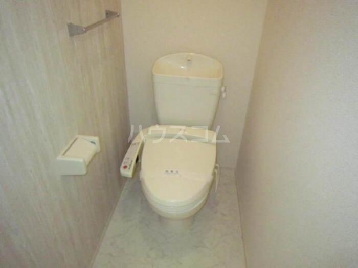 コンフォート ヴィラ 106号室のトイレ
