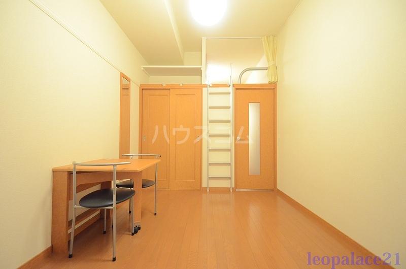 レオパレス太陽 102号室のベッドルーム