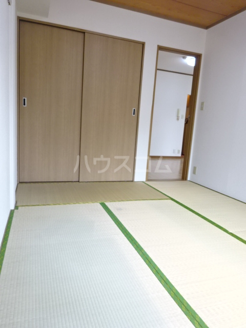 アルス松戸 102号室の居室