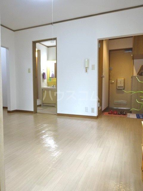 アルス松戸 102号室のリビング