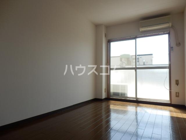 インセゾン弐番館 00107号室のリビング