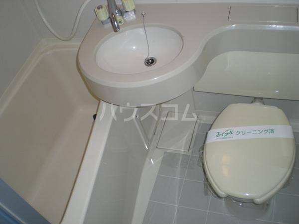サン・スグモビル 801号室の洗面所