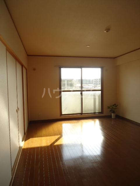 ベルテ相川 303号室のリビング