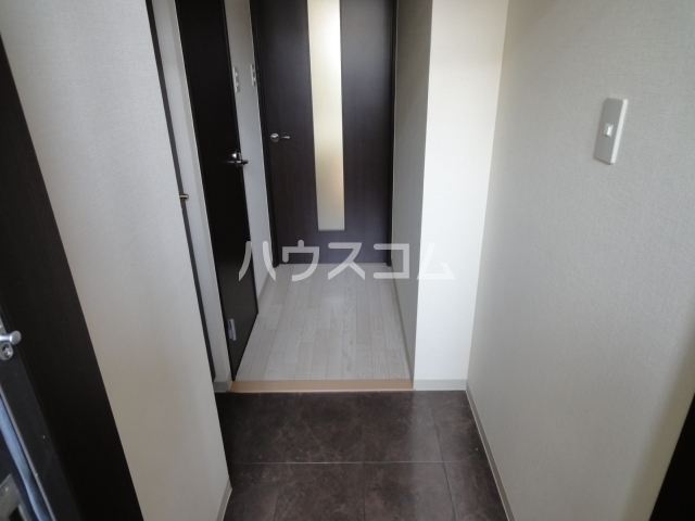 SINCERE MEIJI 303号室の玄関