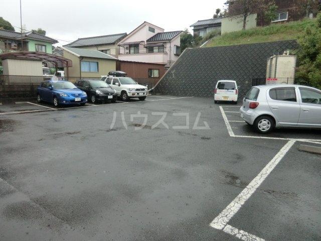 リヴスペースW 303号室の駐車場