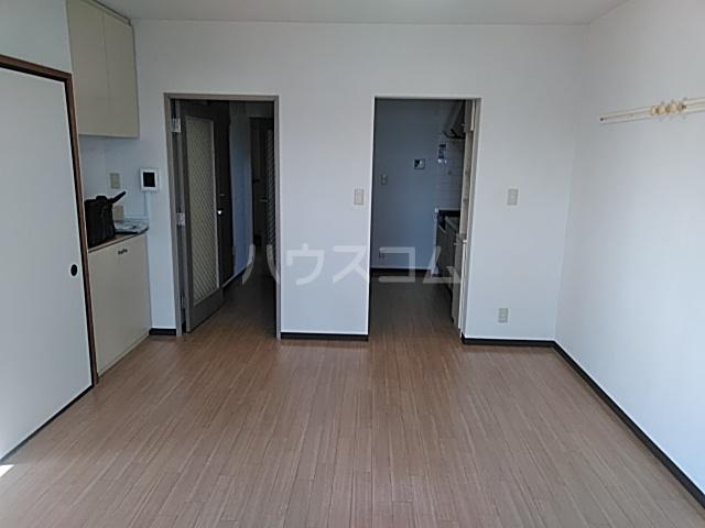 グレースハイツ松丸 402号室のリビング